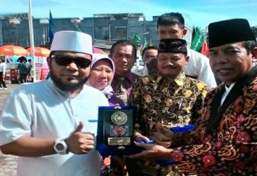 Walikota Helmi Hasan Terima Penghargaan dari Rektor UMB
