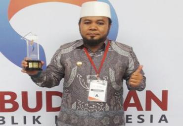 Walikota Helmi Hasan Terima Penghargaan Predikat Kepatuhan…