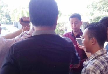 Tim Hukum Helmy - Dedy  Lampirkan Berkas Imbauan MUI…