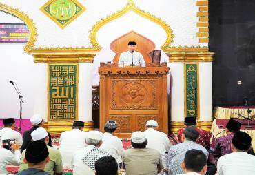 Jadi Khatib Shalat Taraweh di Masjid Raya, Plt Gubernur…