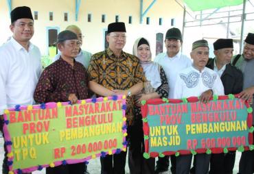 Plt Gubernur Bengkulu Serahkan Bantuan Rp 800 Juta Untuk…