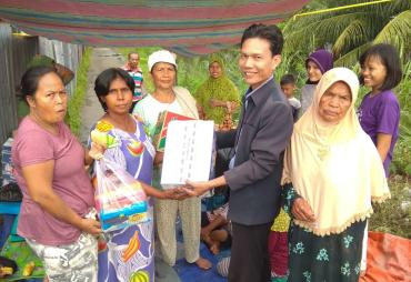 Caleg Provinsi Bengkulu Aurego Jaya Berikan Bantuan Korban…