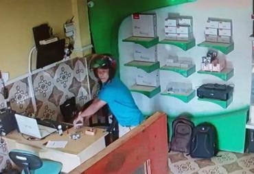 Diduga,  Maling Terekam CCTV Di Pekan Sabtu