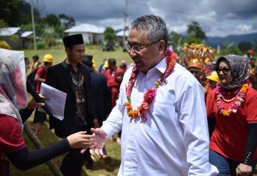 Prihatin Kondisi Desa di Seluma, Menteri EKo Ajak…