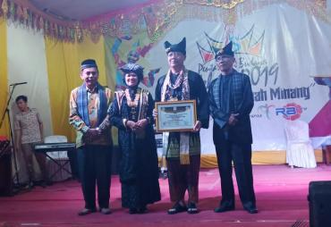 Rohidin Diberi Gelar 'Datuak Rajo Nan Babangso'…