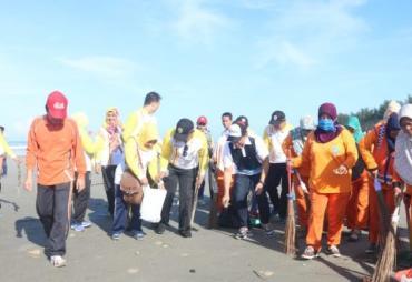 Peringati Hari Peduli Sampah Nasional, ASN Pemkot Bersihkan…