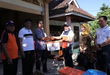 Plt Bupati BS Serahkan Bantuan Korban Kebakaran