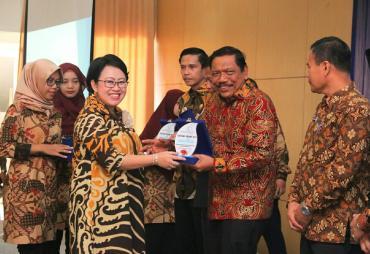 Treasury Award 2019, Bupati Mian Terima Penghargaan Dari…