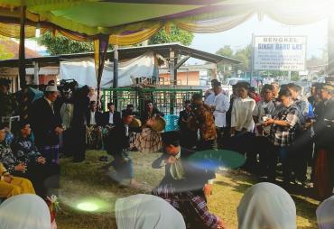 Hadiri Akad Nikah di Kaur,  Gubernur Disambut Tarian Mincak