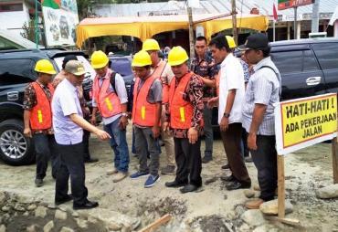 Tinjau Pembangunan Jalan, Gubernur Ingatkan Kontraktor