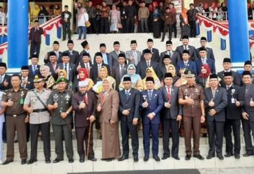 Paripurna Pengucapan Sumpah Janji 35 Anggota Dewan Kota…