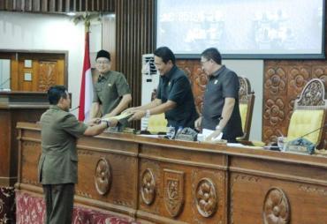 Pengesahan Tatib, Kode Etik serta AKD DPRD Provinsi…