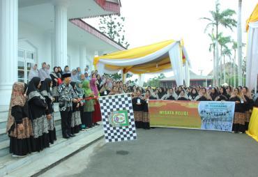 Gubernur Rohidin Lepas Rombongan Wisata Religi Kota Bengkulu