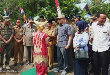 Gubernur Rohidin Serahkan Sertifikat Lahan Pembangunan SMK…