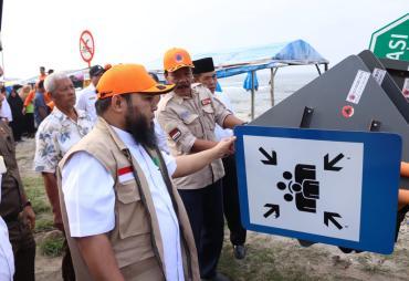 Tingkatkan Kewaspadaan, Pemkot Pasang Rambu di Pantai Berkas