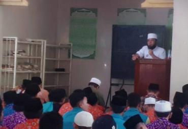Walikota Helmi Hasan Ajak Santri Tinggal di Kediamannya
