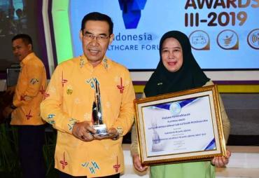 Bupati Hijazi Raih Platinum IndoHFC Innovation Awards III