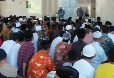 Masjid Agung At-Taqwa Kota Bengkulu Penuh Jama'ah…