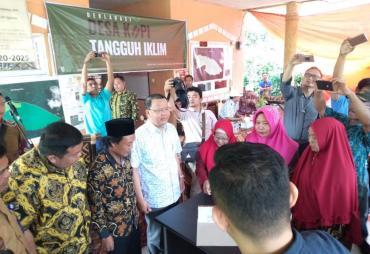 Gubernur Support Desa Batu Ampar Kembangkan Komoditas Kopi