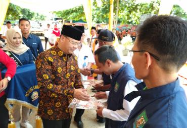 Gubernur Rohidin Serahkan SK GTT dan PTT di Seluma