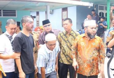 Peduli, Walikota Helmi Hasan  Bantu Warga Tersiram Air Keras