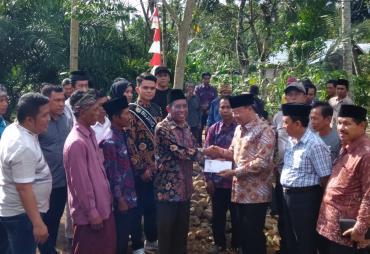 Dialog Pembangunan di Desa Sumber Agung, Gubernur Serahkan…