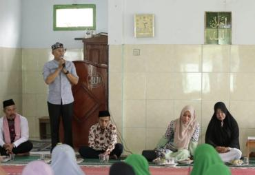Bupati Gusnan Hadiri Pengajian Rutin BKMT se Kecamatan Manna