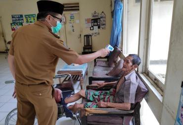 Antisipasi Covin-19, Dinsos Provinsi Bengkulu Cek Suhu…