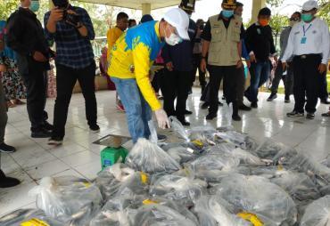 Gubernur Rohidin Borong 2 Ton Ayam dan 4 Ton Ikan Untuk…