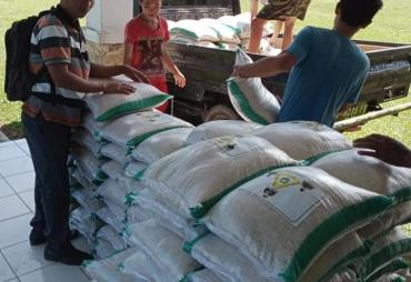 Bansos Beras  10 Kg Kecamatan Tetap Tuntaskan Pembagian ke…