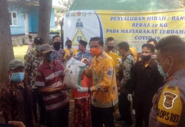 Bupati Kaur Bersama Baznas Salurkan Bantuan ke Fakir Miskin