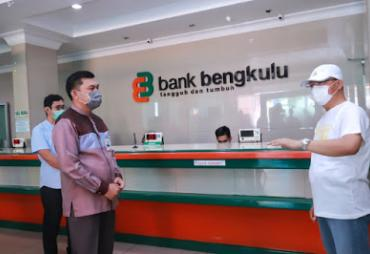 Kunjungi Bank Bengkulu, Gubernur Rohidin Pastikan Layanan…