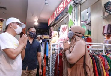 Pantau Mega Mall Bengkulu, Gubernur Rohidin Ajak Pedagang…