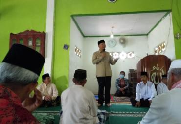 Isi Khutbah Jumat, Gubernur Rohidin Jalin Keakraban Bersama…