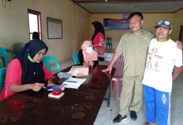 146 Warga Desa Rantau Minyak Terima Sembako PKH