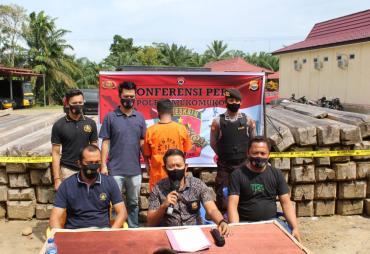 Konferensi Pers Polres Mukomuko Terkait Illegal Logging di…