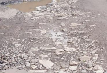 Masyarakat Kecamatan Limau Keluhkan Jalan Rusak