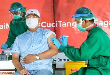 Gubernur Rohidin Suntik Vaksin Covid-19 Dosis Kedua