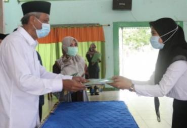 Rektor IAIN Bengkulu Secara Resmi Menyerahkan 35  SK CPNS…