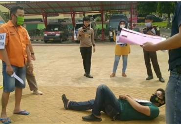 Reka Ulang Kejadian Pembunuhan di Jalinbar Tanggamus