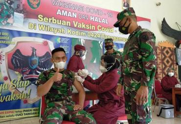 Prajurit Kodim 0424 Lakukan Vaksinasi Perdana di Makodim…