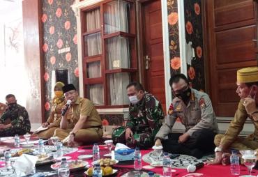 Gubernur Rohidin Jajaki Jalan Tengah Konflik Nelayan…