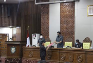 Gubernur Rohidin Sampaikan Nota Penjelasan Raperda…
