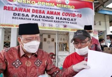 Bersama Forkopimda, Gubernur Rohidin Tinjau Posko PPKM Desa…